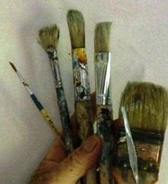 Brushes for starting painting lessons.